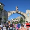 ボスニア・ヘルツェゴビナのモスタルの石橋で見た高飛び込みの大会