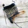 伝統柄の編み込み靴下(2) かかとの途中