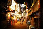 カオス感が大人気!?外国人観光客が殺到する名所「新宿ゴールデン街」の魅力