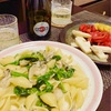 適当飯!牡蠣とほうれん草のクリームコンキリエ〜ズッキーニとパプリカのピクルスもどき〜