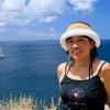 背景はカリブ海のコバルトブルー