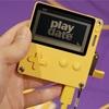 気になるレトロな小型ゲーム「Play date」 クランク回して遊ぶ