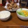 今夜の夕食は鶏むね肉のから揚げ 小麦粉と片栗粉のミックスで揚げる