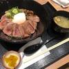 熊本名物の赤牛丼を頂く。絶妙なレア加減!【肉食堂 よかよか(熊本県・サクラマチクマモト内)】