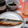 夕食:蛸イボとワカメの酢の物、冷凍塩サバ