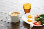 少しの食事量で満足感や満腹感を得る食べ方とは?8つのポイント