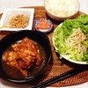 鶏肉の甘酢煮、サラダ、明太子、納豆。