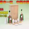 木箱のような神棚に一番小さな神具を組み合わせたときの参考例
