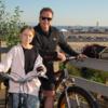 環境活動家トゥーンベリが、シュワルツェネッガーとサイクリング