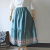 プロヴァンス風ボーダープリントのティアードスカート。