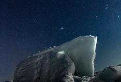 流氷と星空