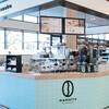 イオン直営の焙煎コーヒー豆小売店が、店頭焙煎+カフェの新業態を開発