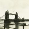 タワーブリッジとテムズ川。