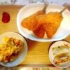 アジフライ、餃子、白身魚の天ぷら