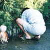 犬のいる幸せな風景 - たくとと父の背中 -