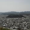 5月4日のブログ「安桜山まで12キロのジョグ、読みかけの本を読み進め、市道歩道の草刈り」