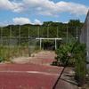 廃校だった大阪女子大学大仙学舎のテニスコートが工事中。解体前の校舎写真を載せておく【大阪府堺市堺区】