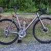 新しい自転車、組み始めました。