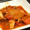 豊洲の「米花」で牛肉のトマト煮、胡瓜と舌切りの酢の物。