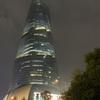 世界で2番目に高い上海タワー(雨バージョン)と社会主義核心価値観