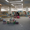 子どもが遊べて親が交流できる図書館