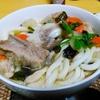 【今日の食卓】骨付き豚肉と鶏肉入り讃岐うどん~骨付き肉の出汁が出たスープが美味