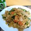 【今日の食卓】昼食にパッシーユ~甘くドロッとした黒醤油使用の米粉麺焼きそば