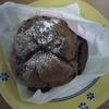 仙台駅構内の「ビアードパパ作りたて工房」で期間限定のブルーベリーチーズケーキシューを食べてみた。