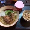 岸根町の「沖縄そば ちゅらさん」で軟骨ソーキそばセット
