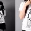 【白いTシャツと黒いバイク】