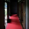 不思議な赤い廊下