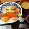 八種の海鮮ちらし丼