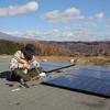 車庫の屋根に載せた中古のソーラーパネルで中古の電気自動車が充電できるようになりました!