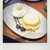 俺のBakery&Cafeの「焼きたてメロンパンとなかほらソフトクリーム」を食べました。