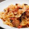 レッドキドニーと赤ピーマンとミートボールの赤いトマトパスタ(ファルファッレ)のレシピ