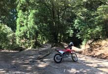 フロントアップテクニックでオフロードバイクの走破性をあげるためのウイリー練習