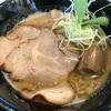 【ラーメン】ラーメンStand R&R(兵庫・西宮)の「極煮干しラーメン」ドロドロ煮干しスープが細麺に絡み黒七味と追い煮干し醤油ダレで二度楽しい