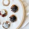 フランスの猫ボタンや秋色ビーズを刺繍して。新作たっぷりの刺繍枠です…!