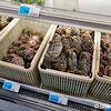 活きた上海蟹も手に入る!池袋駅北口側の友誼商店で中国物産を楽しむ。