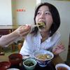 長谷川京子のキャミソール姿での料理に「目のやり場に困ります」と反響