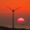 風車と夕日と