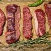 筋の入った硬いステーキ肉を柔らかく、そしておいしく焼き上げる方法