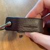 アナロジコのシャックル キーホルダーと、最高のお供。真鍮靴べらSAMTIASが使いやすい。