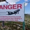 すぐ頭上を飛行機が飛ぶマホビーチの観光情報。飛来する飛行機とマホビーチ周辺の紹介