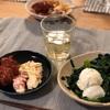 (こどもだけ)しらす炒飯、縮みほうれん草炒めのモッツァレラのせ、ミートボールと西友のカニカママカロニサラダ