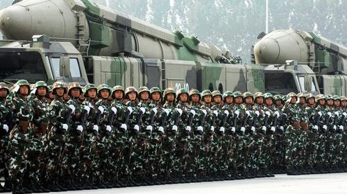 中国の軍事費は日本の何倍?