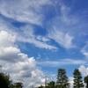空と雲を見ている