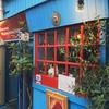 清水真里さんの美麗球体関節吸血人形が居並ぶ古物商カフェバー「ブルーキャスケット「青棺)」
