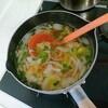 レタスの味噌汁をつくる