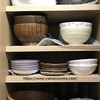 食器棚の収納を見直し。ニトリのすべり止めシートが優秀すぎる理由。